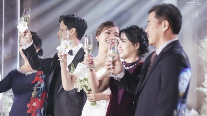 Công Phượng thuê hẳn sân bóng để tổ chức đám cưới, hé lộ những hình ảnh đầu tiên của 'hôn lễ khủng nhất Nghệ An' 1