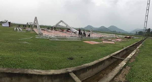 Công Phượng thuê hẳn sân bóng để tổ chức đám cưới, hé lộ những hình ảnh đầu tiên của 'hôn lễ khủng nhất Nghệ An' 2