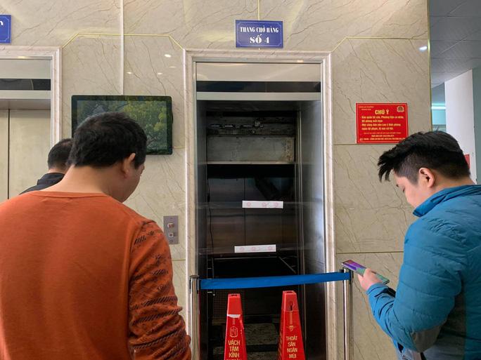 Thang máy chung cư rơi tự do, hai người nhập viện ở Hà Nội: Nhân chứng kể lại giây phút kinh hoàng 5