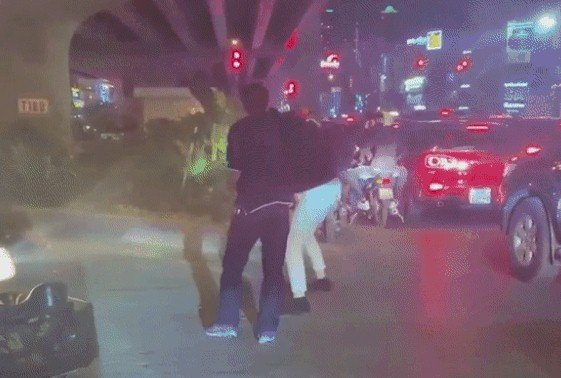 پرونده راننده کامیون که دندان های مرد دیگری را در هانوی می شکند: ناگهان هویت اوباش ، هنگام دستگیری چه گفت؟  2