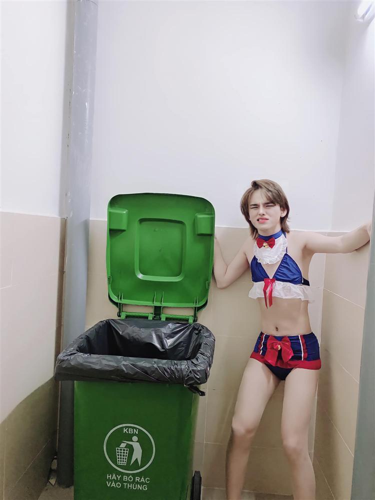 ترنس دوک بو شبکه را با حالت سکسی درون سطل آشغال