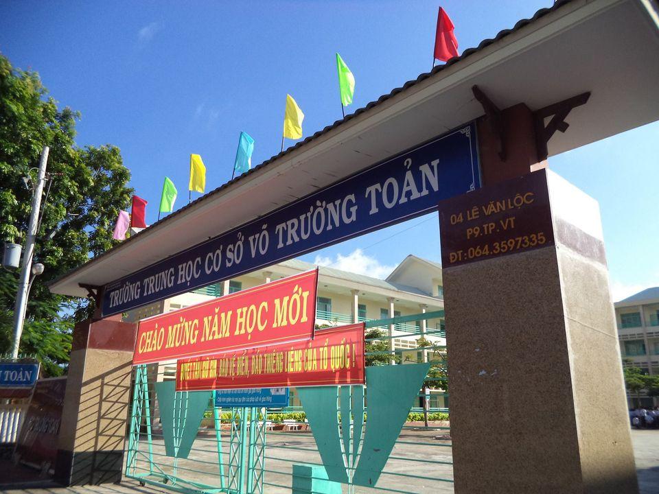 Vung Tau: دانش آموزان کلاس هفتم بند ناف خود را می برند ، در دستشویی 1 به دنیا می آیند
