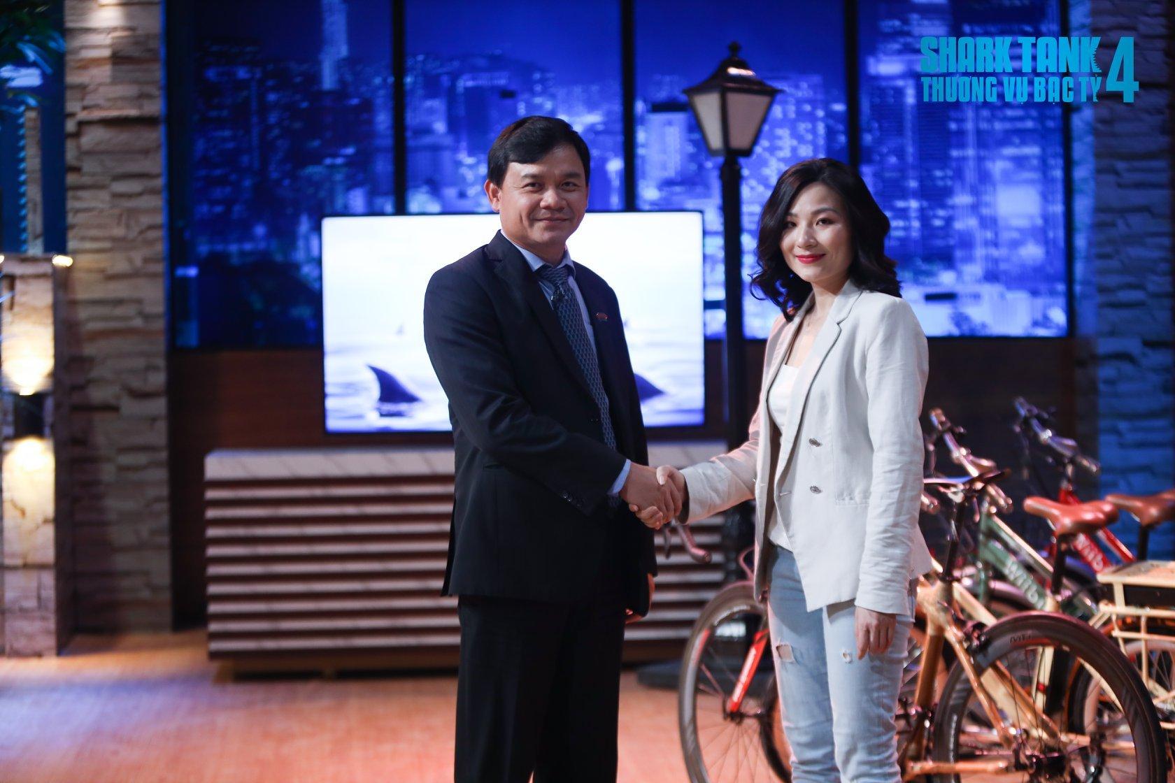 Nữ CEO xinh đẹp đến nhường nào để khiến Shark Phú chốt ngay 1,5 tỷ đầu tư, lại còn 'thả thính' ngay trên truyền hình? 3