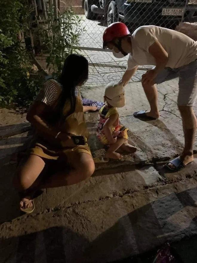 همسر باردار بیش از 7 ماه ، در کنار جاده دراز کشیده ، قادر به راه رفتن نیست ، پلیس راهنمایی و رانندگی تماس گرفت و به شوهرش اطلاع داد که مشغول نوشیدن است و سپس تلفن را خاموش کرد