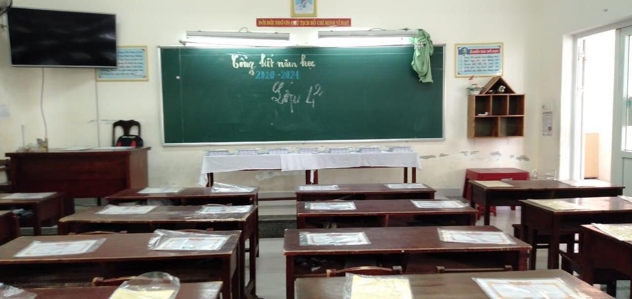 مراسم اختتامیه در فصل کوید ساکت و خالی است: گواهینامه لیاقت هنوز وجود دارد ، دانش آموزان از بین رفته اند 4