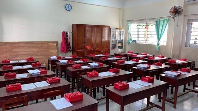مراسم اختتامیه در فصل کوید ساکت و خالی بود: گواهی افتخار هنوز وجود دارد ، دانش آموزان غایب هستند 3