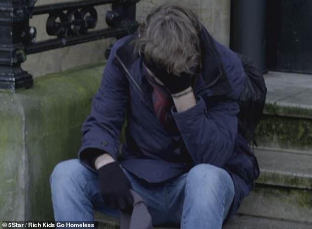 Con trai tỷ phú giả làm người vô gia cư và cái kết 2