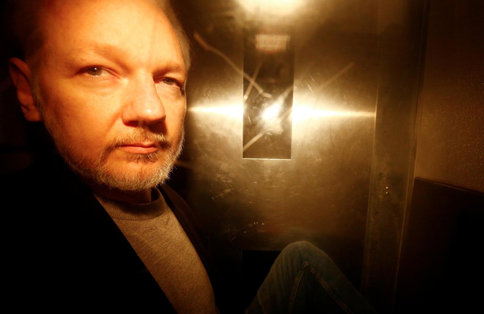 Ông chủ WikiLeaks bị truy tố thêm 17 tội hình sự 1