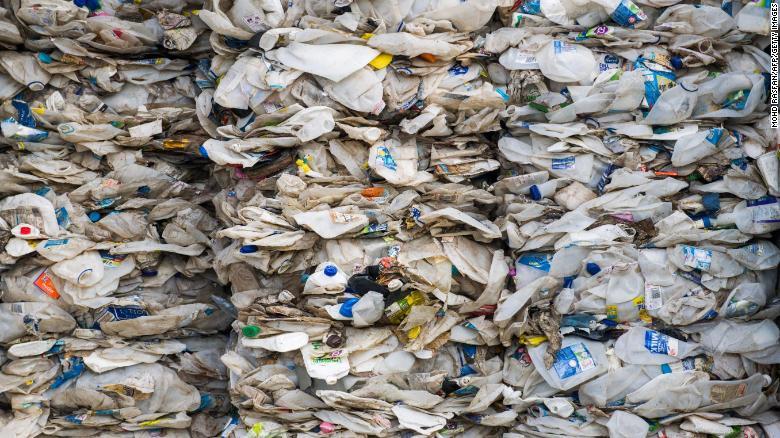 Malaysia trả lại 450 tấn rác thải nhựa cho các nước phát triển 1