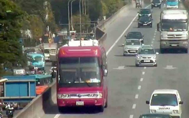 Phạt xe khách biển Lào đi lùi trên cao tốc vành đai 3 1