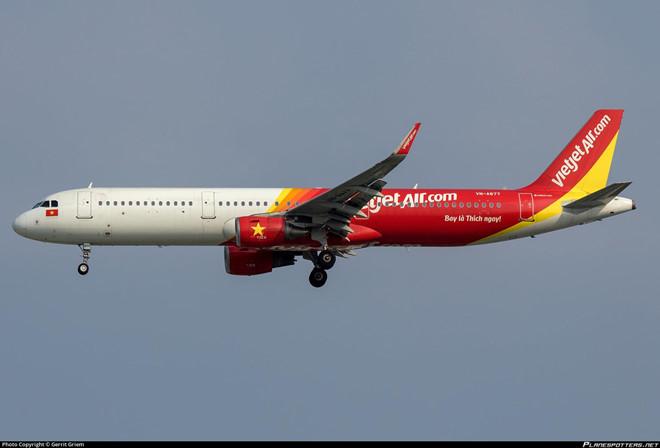 Máy bay Vietjet hạ cánh nhầm đường lăn đang đóng tại sân bay Tân Sơn Nhất 1