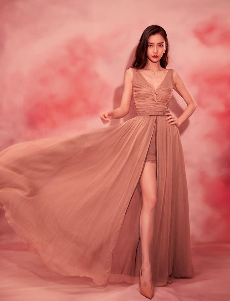Mặc cùng kiểu váy, Ngô Cẩn Ngôn 'không có cửa' đọ sắc với Angelababy 1