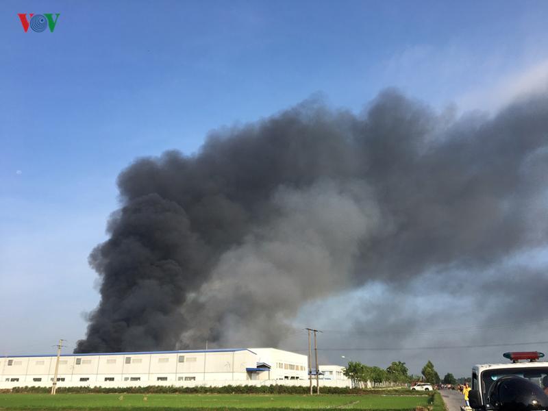 Cháy lớn tại công ty may mặc Makalot Việt Nam, chưa xác định được thiệt hại 1