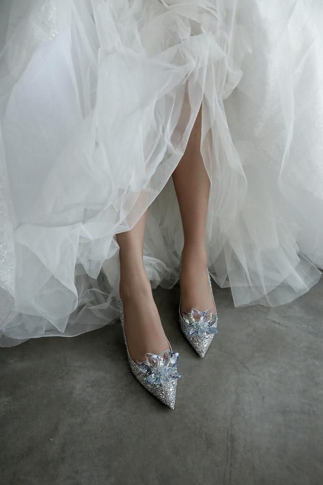 Mãn nhãn với 3 bộ váy Đàm Thu Trang diện trong ngày cưới  3