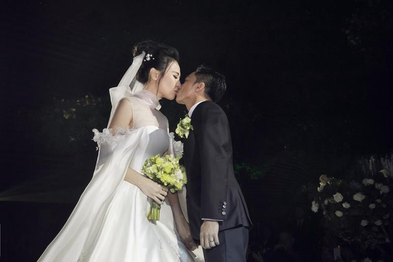 Đàm Thu Trang công bố chiếc váy cưới chính thức đẹp đến nín thở 11