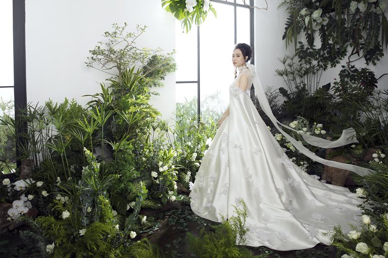 Đàm Thu Trang công bố chiếc váy cưới chính thức đẹp đến nín thở 6