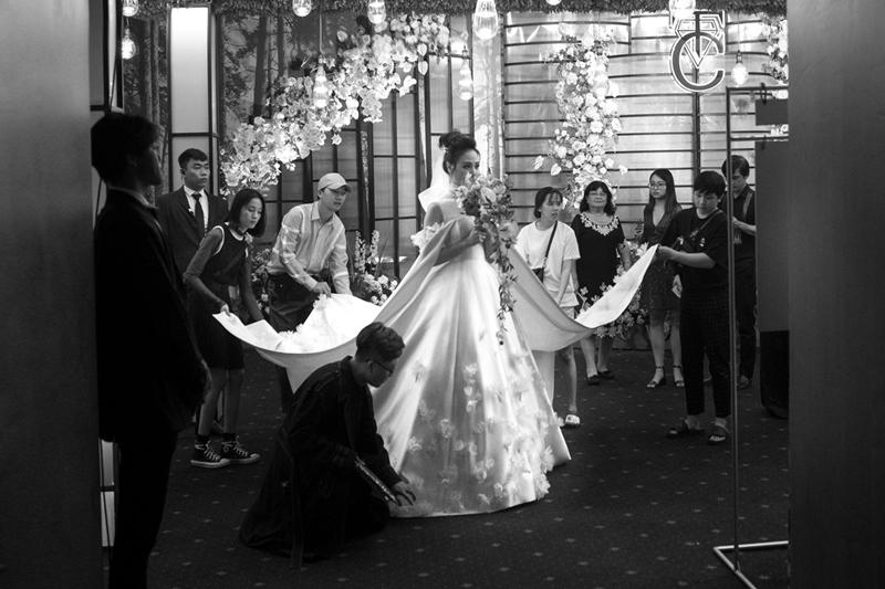 Đàm Thu Trang công bố chiếc váy cưới chính thức đẹp đến nín thở 9