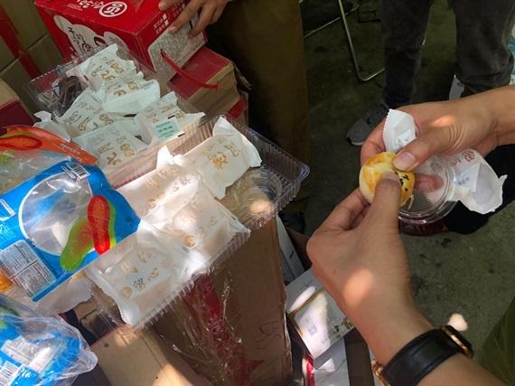 Hà Nội bắt hơn 10.000 bánh trung thu siêu rẻ, nhập lậu từ Trung Quốc 2
