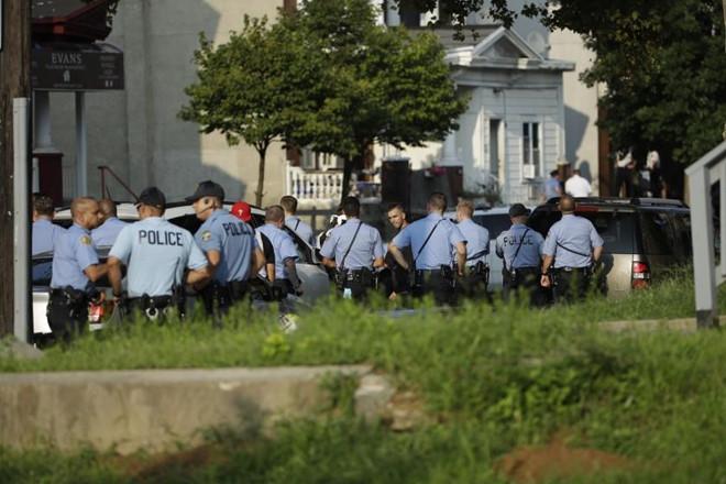 Đấu súng tại Mỹ khiến 6 cảnh sát trúng đạn 1