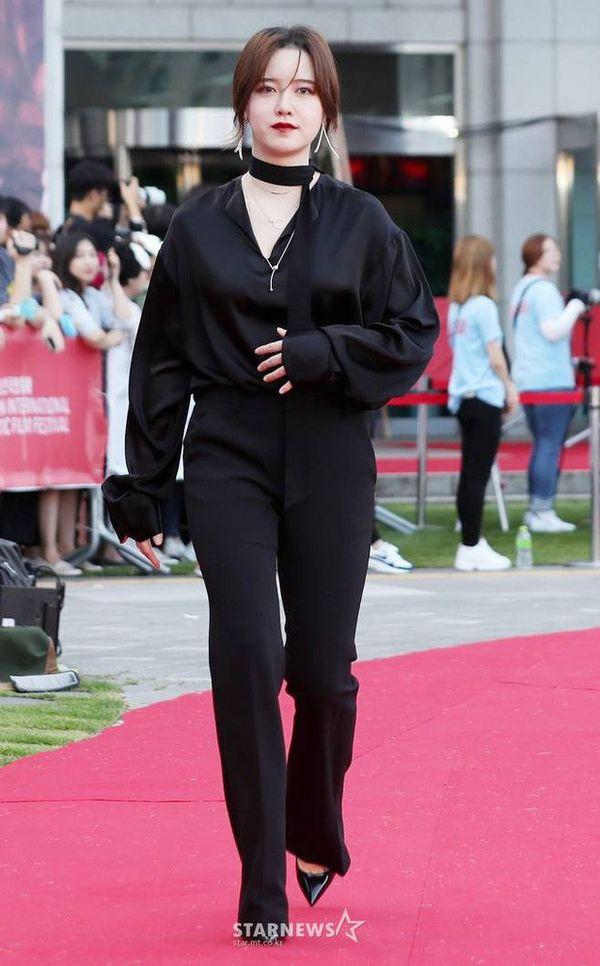 Song Hye Kyo, Goo Hye Sun: Ai xứng đáng là nữ thần sau ly hôn? 4