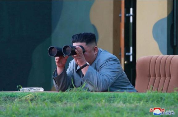 Kim Jong-un giám sát, Triều Tiên thử thành công tên lửa đa nòng siêu lớn 1