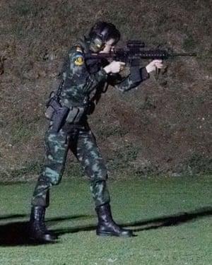 Hình ảnh hiếm của Hoàng phi Thái Lan gây sập cả website 3