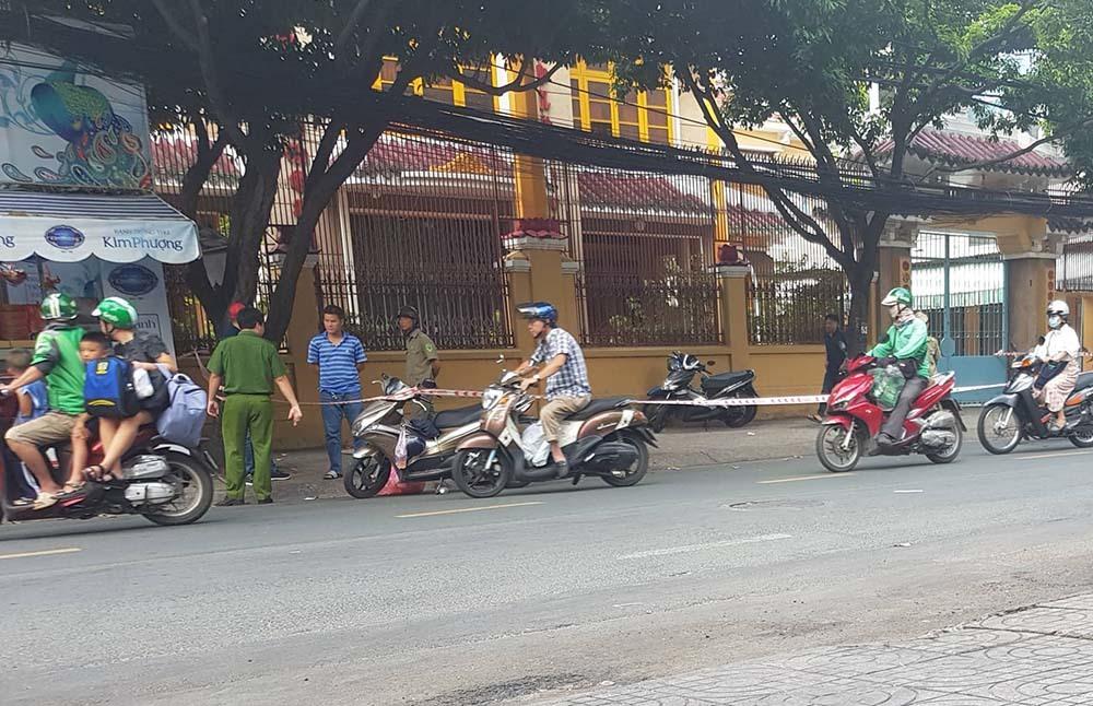 Vụ chém người gần lìa tay ở Sài Gòn: Bắt 2 cha con nghi phạm 4