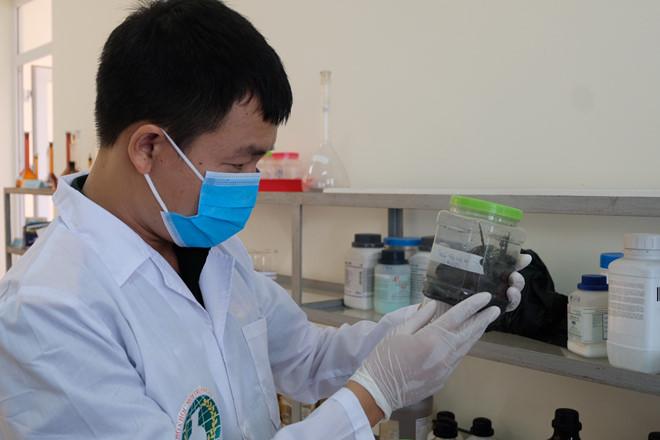 Tận mắt xem Binh chủng Hóa học lấy mẫu xét nghiệm vụ cháy Rạng Đông 8