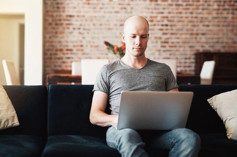 Làm việc hơn 52 giờ/tuần khiến bạn có nguy cơ bị hói đầu 1