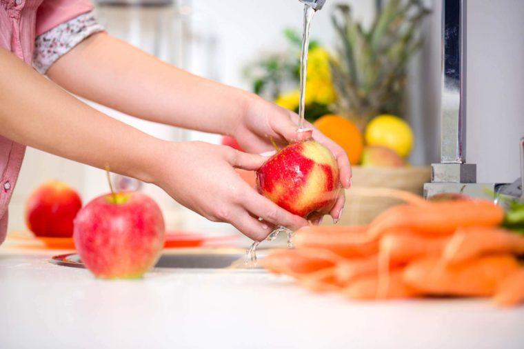 Cách tốt nhất để rửa sạch thuốc trừ sâu trên rau quả 1
