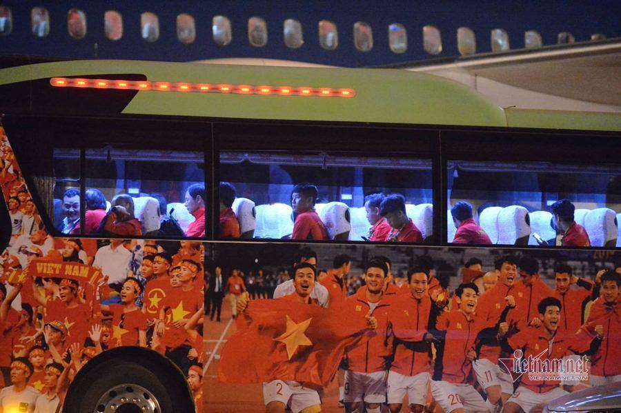 Đón hai đội tuyển bóng đá SEA Games 30 về nước 8