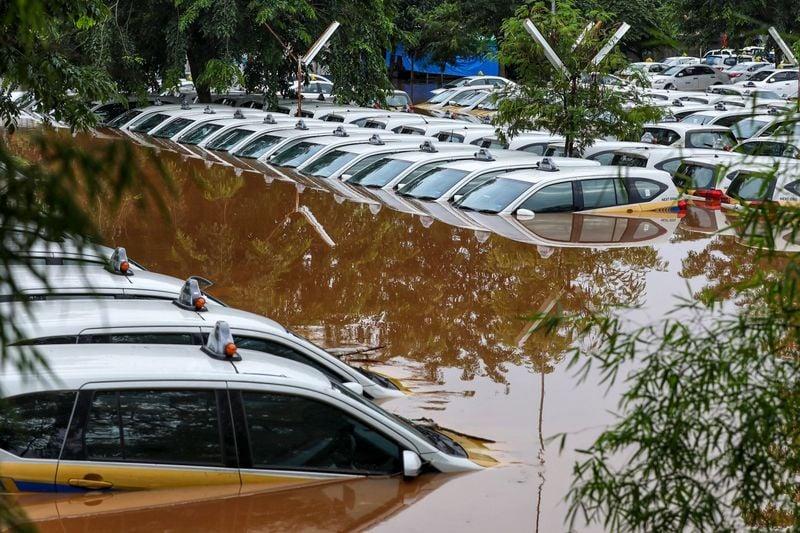 Cơn mưa đêm Giao thừa nhấn chìm cả thành phố Jarkata 10