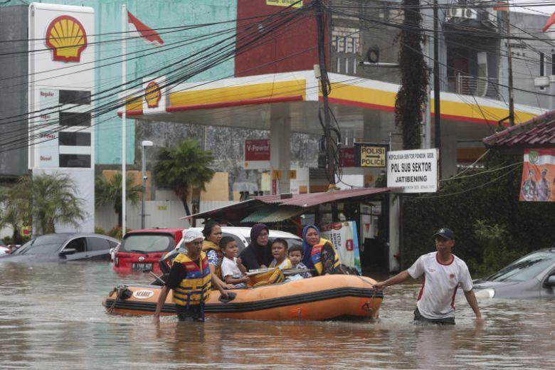 Cơn mưa đêm Giao thừa nhấn chìm cả thành phố Jarkata 2