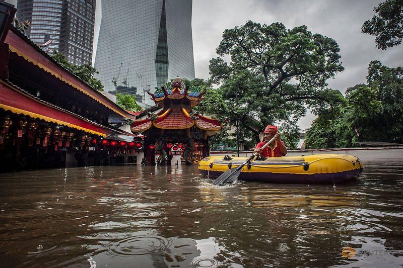 Cơn mưa đêm Giao thừa nhấn chìm cả thành phố Jarkata 5