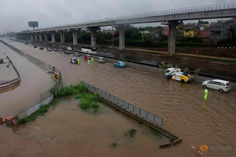 Cơn mưa đêm Giao thừa nhấn chìm cả thành phố Jarkata 7