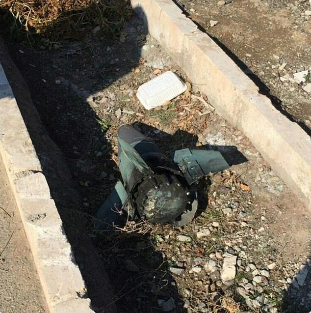 Vụ máy bay Ukraine rơi: Xuất hiện ảnh mảnh vỡ bí ẩn gần hiện trường 1