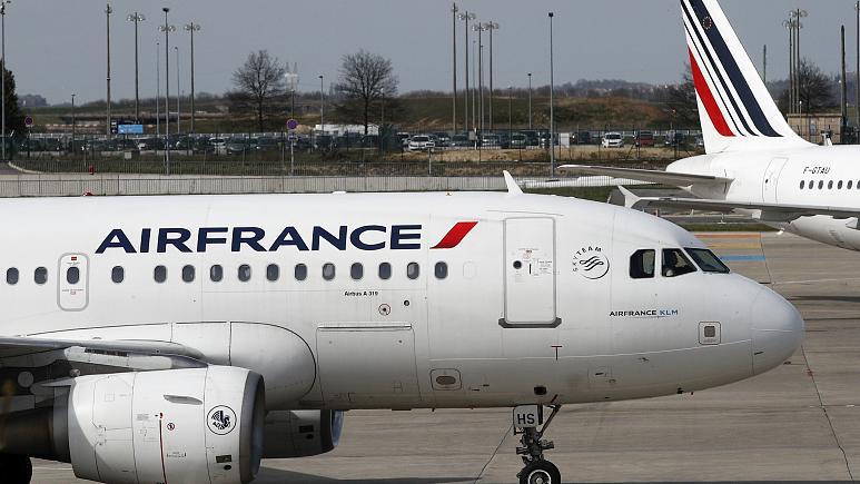 Phát hiện thi thể bé trai bám càng máy bay đi từ châu Phi sang Pháp 1