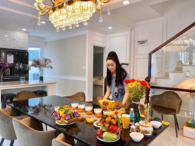 Á hậu Trịnh Kim Chi khoe quà sinh nhật triệu đô từ ông xã 1