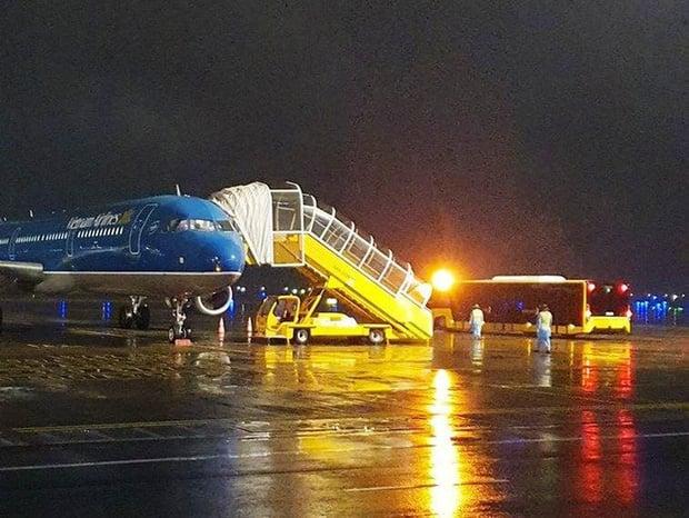 Đón người Việt mắc kẹt tại Trung Quốc về nước trên những chuyến bay đặc biệt 1