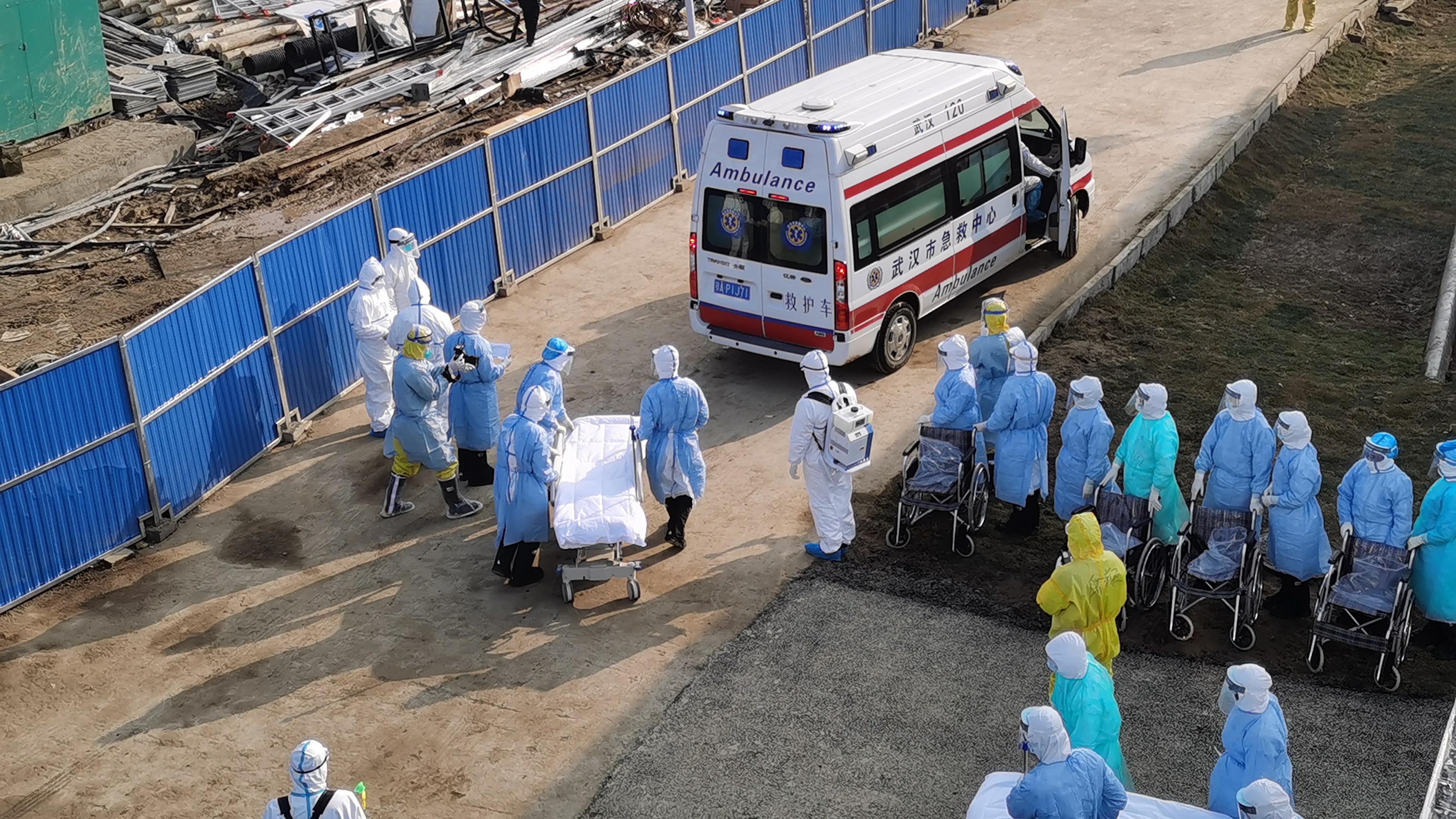 Bệnh viện xây trong 10 ngày nhận những bệnh nhân đầu tiên 2
