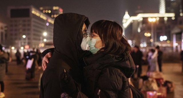 Những nụ hôn mùa Valentine thời corona 6