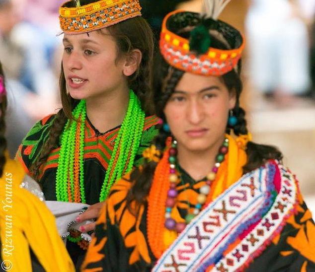 Bộ lạc sống thọ đến 160 tuổi, sở hữu nhiều mỹ nhân nhất thế giới 6