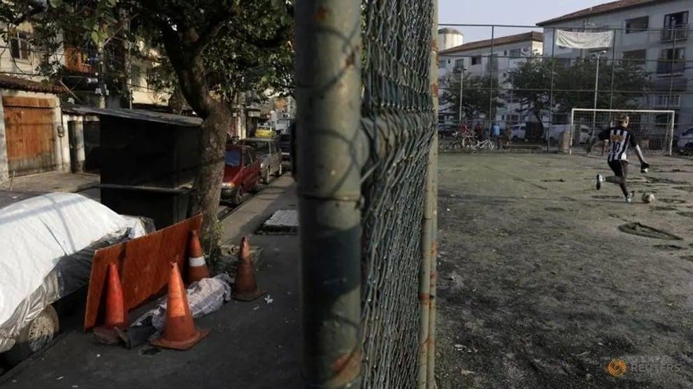 Xác người nghi nhiễm Covid-19 bị bỏ mặc trên phố Brazil suốt 30 giờ 1