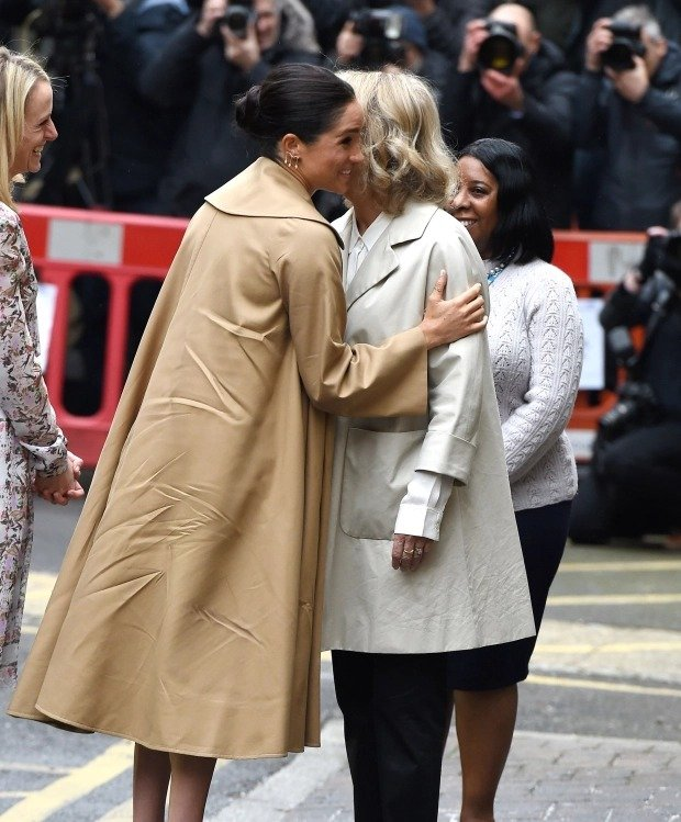 Những khoảnh khắc 'nổi loạn' của 2 nàng dâu hoàng gia Anh 8