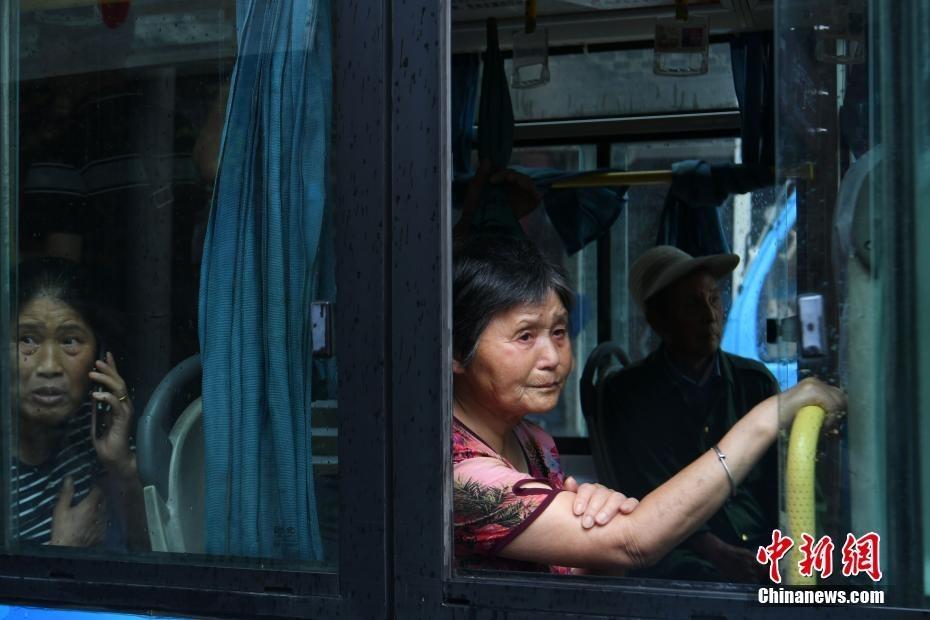 Hơn 30.000 dân cổ trấn Trung Quốc chạy lụt giữa đêm 1