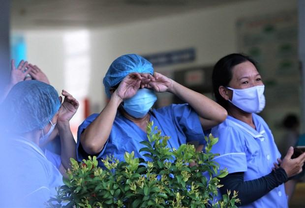 Xúc động khoảnh khắc dỡ phong tỏa Bệnh viện Đà Nẵng 1