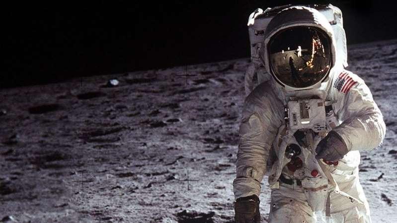 Mặt trăng đang bị rỉ sét, Trái đất được cho là 'thủ phạm' 1