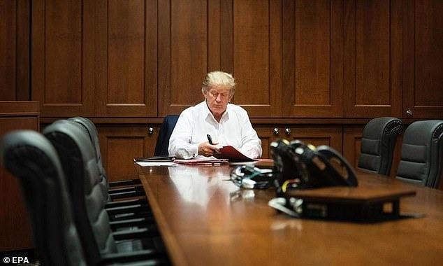 Vừa muốn lấy lòng người dân, Trump đã bị bóc mẽ 'sống ảo' giữa lúc bệnh tật 1