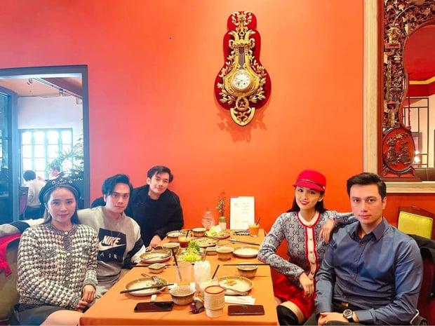 داغترین اخبار سرگرمی بعد از ظهر 6 ژانویه: هونگ نونگ عشق جدید خود ، محراب NS Chi Tai را در معبد اجداد Hoai Linh 1 اعلام کرد