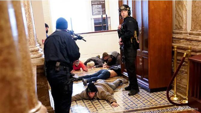 جهان از شورش های ساختمان 1 کنگره آمریکا شوکه شد
